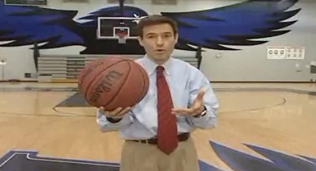 YouTube - Reporter makes amazing half court shot