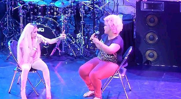 Keysia Cole Fan On Stage