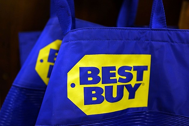 Homeless Man Refunded a Best Buy Employee His Backpack Full of Money