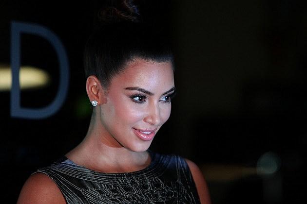 Kim Kardashian Steals Her Sister's Black Bikini, Post it to Instagram