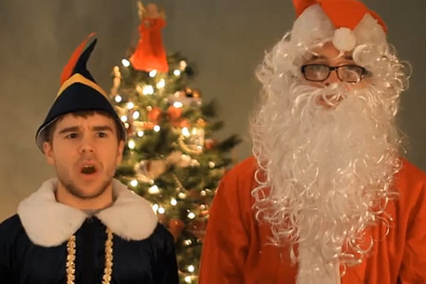 Froggy Fresh and Money Maker Mike Share The Christmas Spirit TFQRE6Ts
